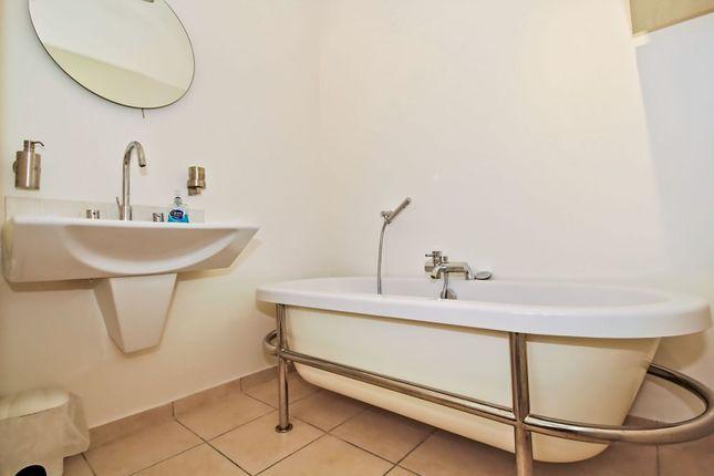 Bathroom of Chevening Road, London SE10