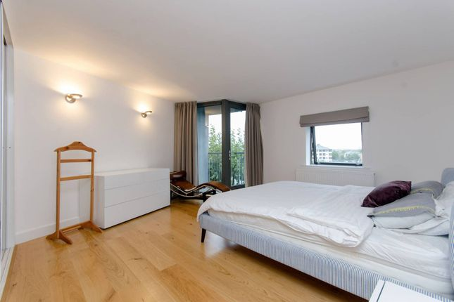 Thumbnail Flat to rent in City Harbour, Canary Wharf