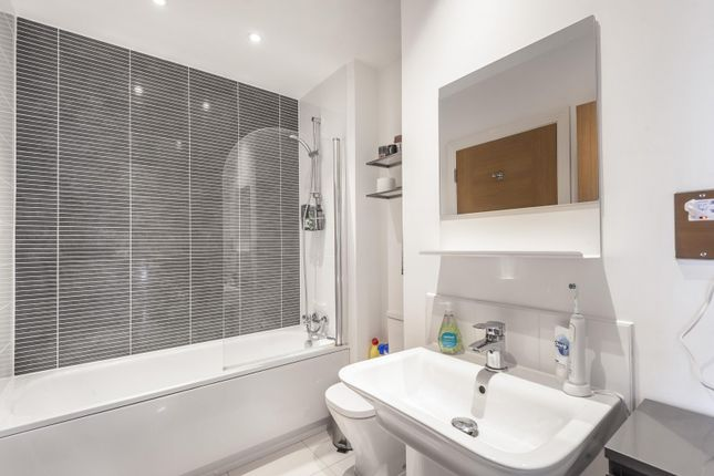 Bathroom of Blackstone Way, Earley RG6
