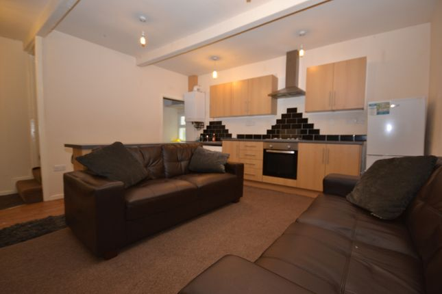 Thumbnail Terraced house to rent in Old Bank Fold, Almondbury Bank, Moldgreen, Huddersfield