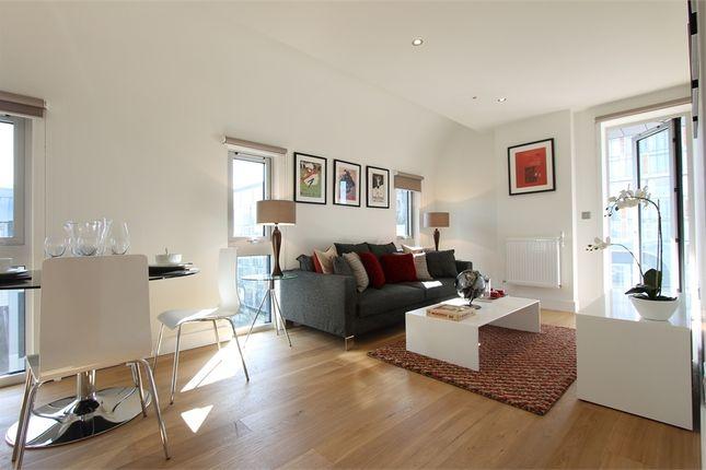 Thumbnail Flat to rent in Wellington Street, London