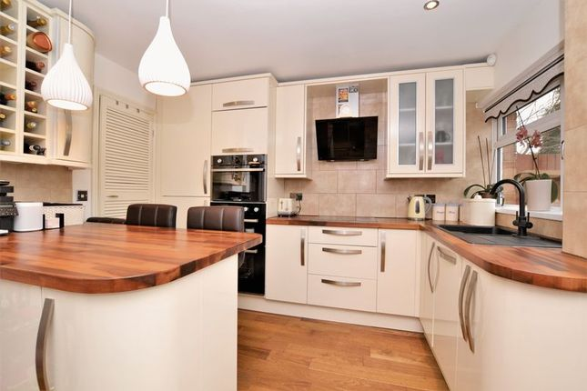 Stylish Fitted Kitchen