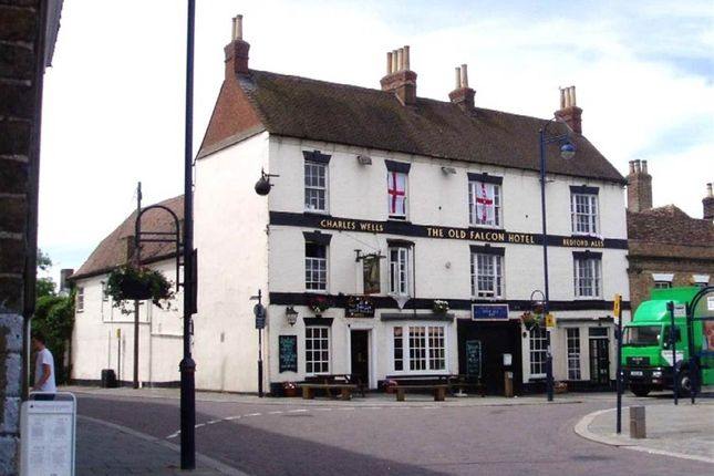Thumbnail Pub/bar to let in The Old Falcon Hotel, Market Square, St Neots, Cambs