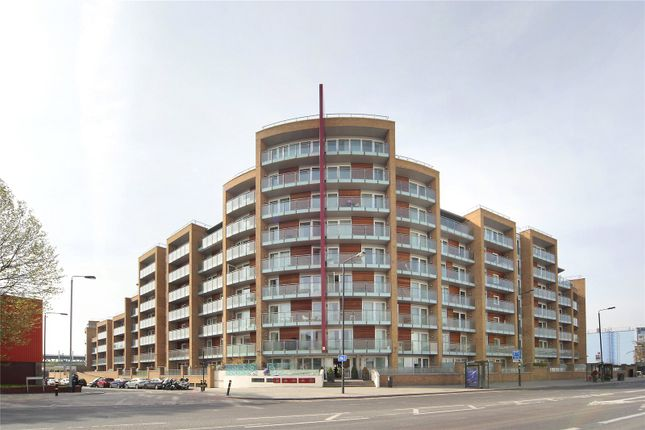 Thumbnail Flat to rent in Viridian Apartments, 75 Battersea Park Road