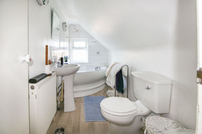 Annexe Bathroom of Shrub End Road, Colchester CO3
