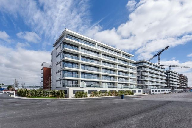 Thumbnail Flat to rent in Racecourse Road, Newbury