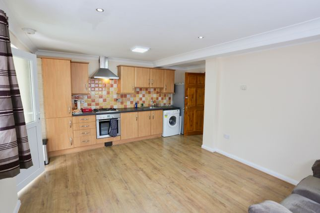 Thumbnail Flat to rent in Eastfield Road, Burnham, Slough