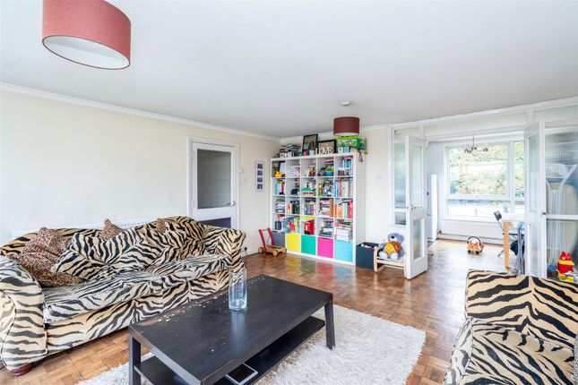 Thumbnail Flat for sale in Basinghall Gardens, Sutton