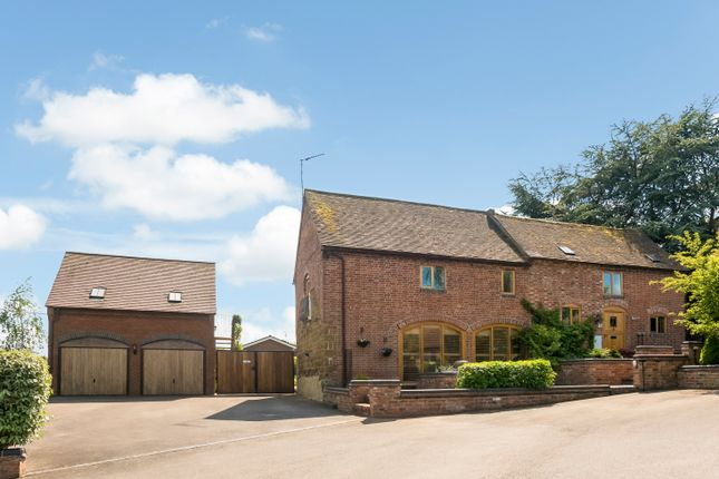Thumbnail Barn conversion for sale in Vicarage Road, Napton