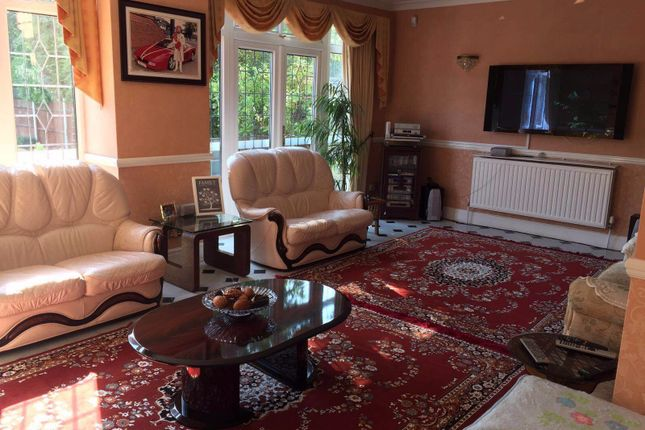 6 bed detached house to rent in Water Lane, Ilford