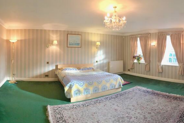 Thumbnail Flat to rent in Denham Raod, Buckinghamshire
