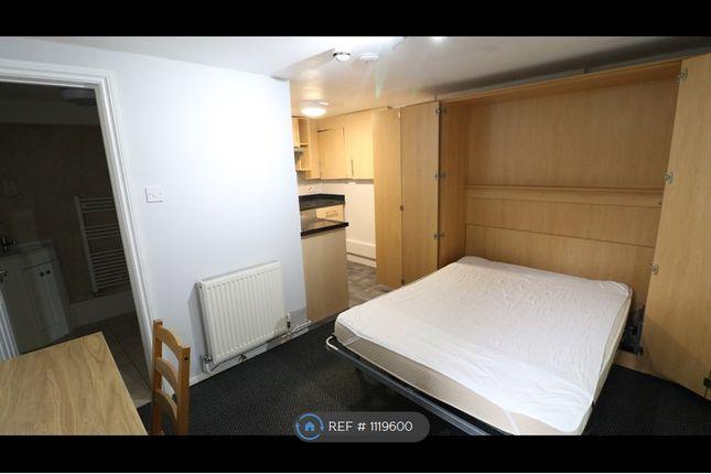 Studio to rent in Stoke Road, Guildford GU1