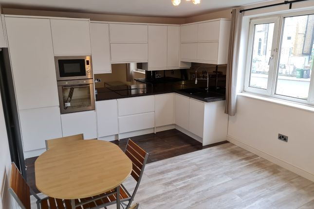 Flat to rent in Parkfield Court Road, London