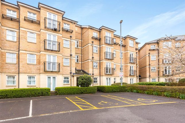 3 bed flat for sale in Venneit Close, Oxford OX1