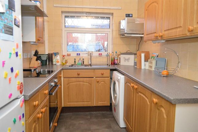 Kitchen of Abingdon Close, Chadderton, Oldham OL9