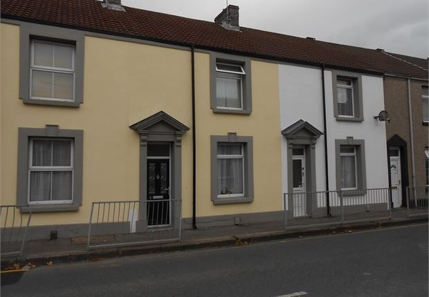Thumbnail Shared accommodation to rent in Beach Street, Sandfields, Swansea