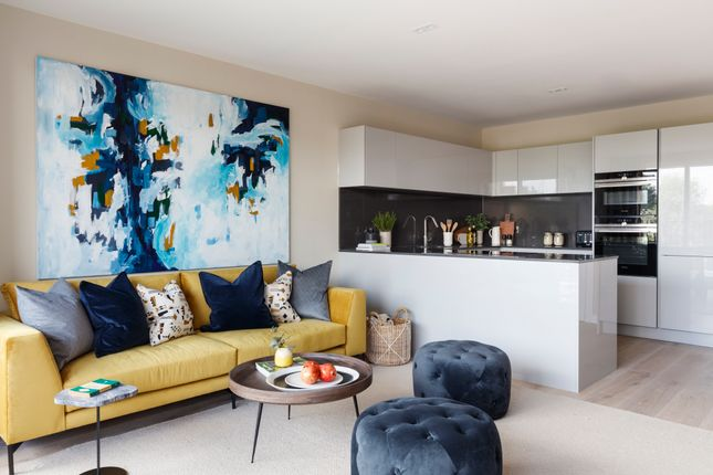 2 bedroom flat for sale in Abbey Road, South Hampstead
