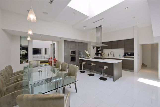 4 bed flat for sale in Avenue Road, St John's Wood, London NW8