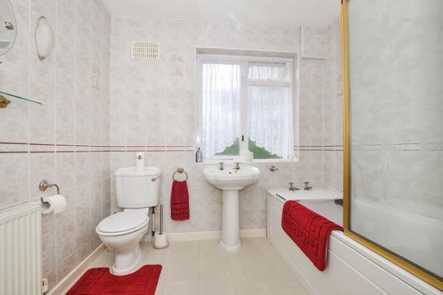 Bathroom of Glen Gardens, Croydon, Surrey CR0