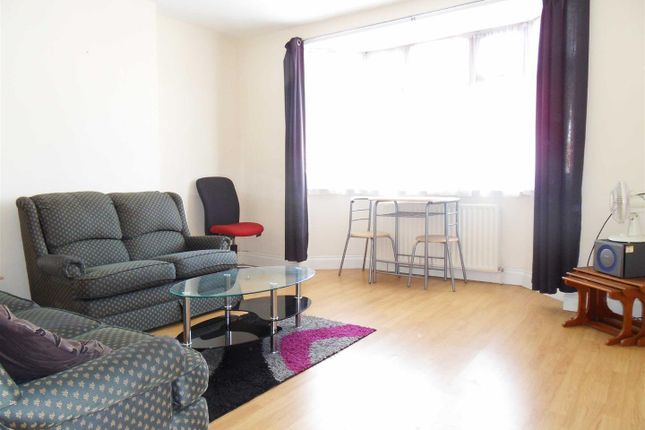 Thumbnail Flat to rent in Marsh Road, Leagrave, Luton