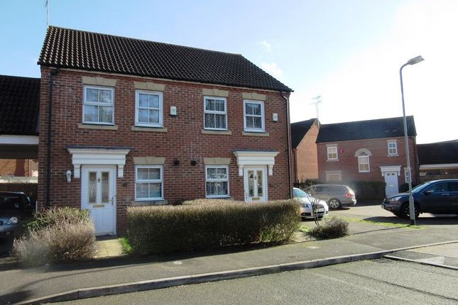 Thumbnail Property to rent in Parsons Road, Langley, Slough