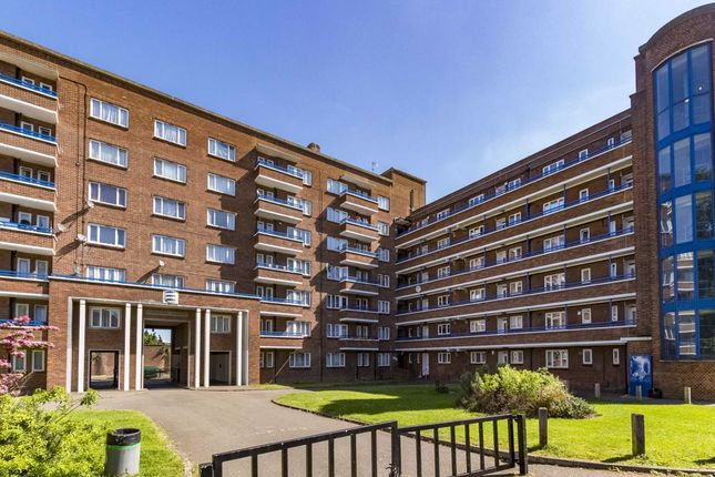 Thumbnail Flat to rent in Cambridge Gardens, Norbiton, Kingston Upon Thames