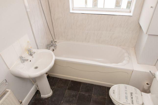 Main Bathroom of Collingwood Road, Hartlepool TS26