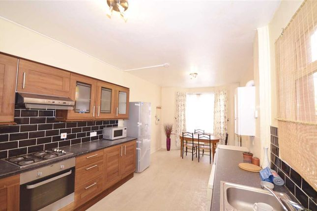 Thumbnail Terraced house to rent in Woodside Gardens, London