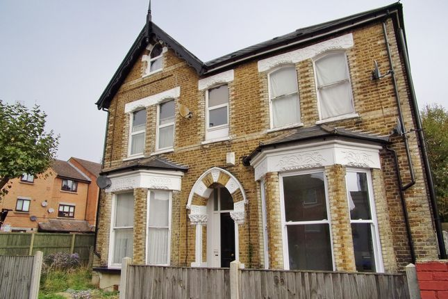 Thumbnail Flat to rent in Whitworth Road, London
