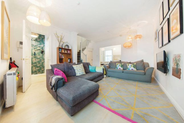 Thumbnail Terraced house to rent in Gray's Inn Road, London