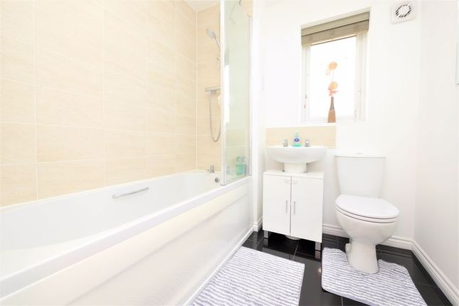 Bathroom of Blackthorn Road, Didcot OX11