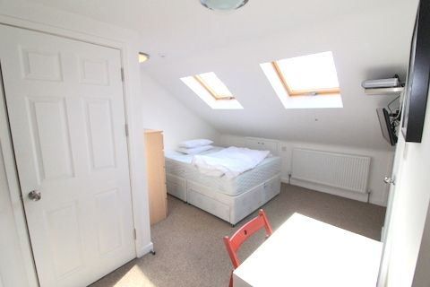 Room to rent in (Houseshare), Westcombe Hill, Blackheath