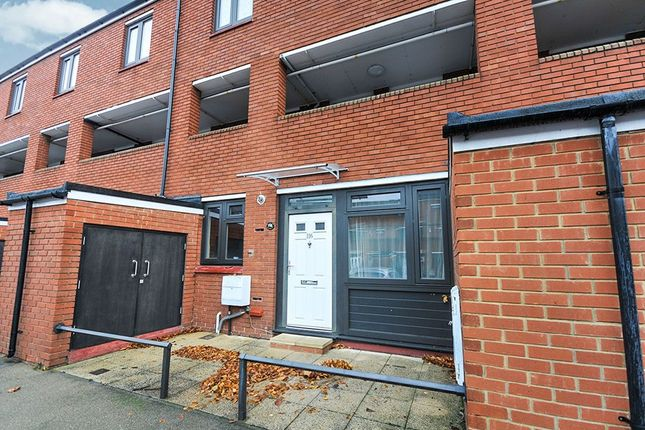 Thumbnail Flat to rent in Stoneycroft Close, London