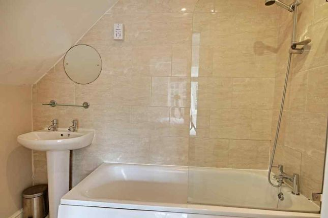 Ensuite To Bed 1 of Chartfield Avenue, London SW15