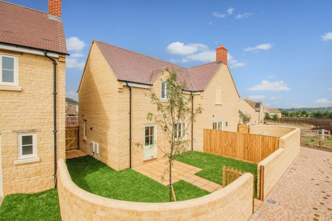 Thumbnail Semi-detached house to rent in Corn Hide, Long Hanborough, Witney