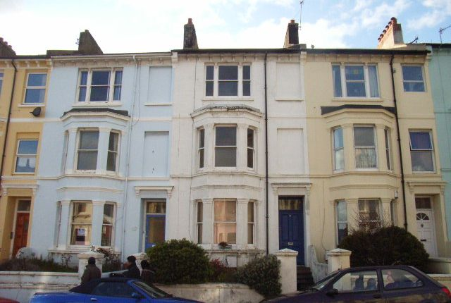 Maisonette to rent in Queens Park Road, Brighton