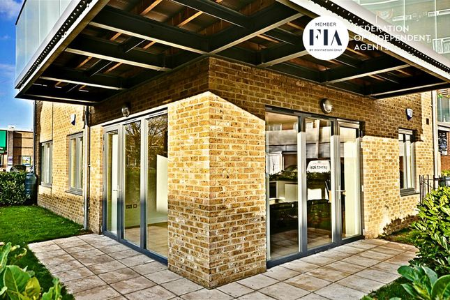 Thumbnail Flat to rent in London Road, Brentford