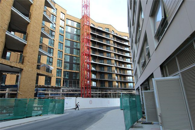 Thumbnail Property for sale in Royal Wharf, London