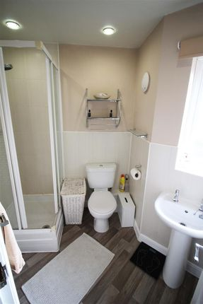 En-Suite of Cobblestones Drive, Ilingworth, Halifax HX2