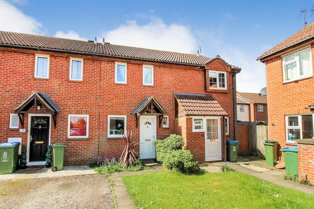 2 bed terraced house to rent in The Dell, Aylesbury