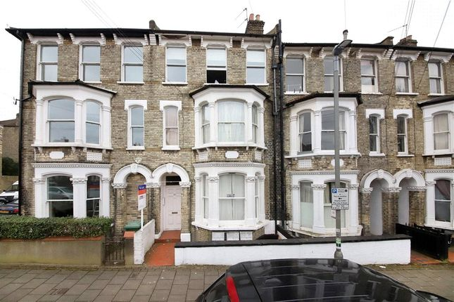 3 bed flat to rent in Limburg Road, Clapham Junction, London SW11