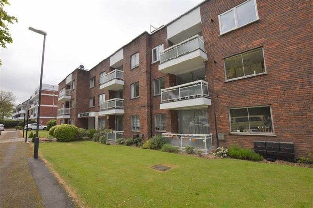 Thumbnail Flat to rent in Stonegrove, Edgware, Middlesex