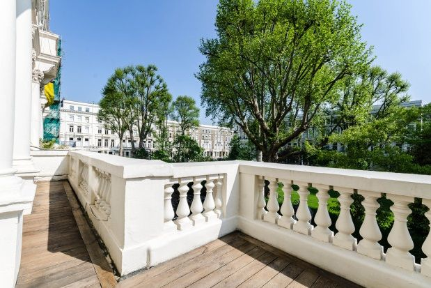 Thumbnail Flat to rent in Earls Court Square, Earls Court