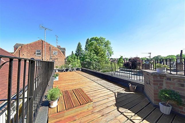 Thumbnail Flat for sale in Gordon Road, Finchley, London