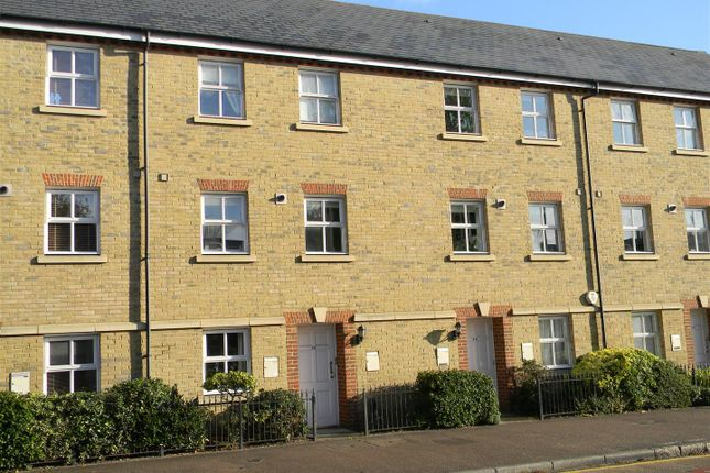 Thumbnail Flat to rent in High Street, Berkhamsted
