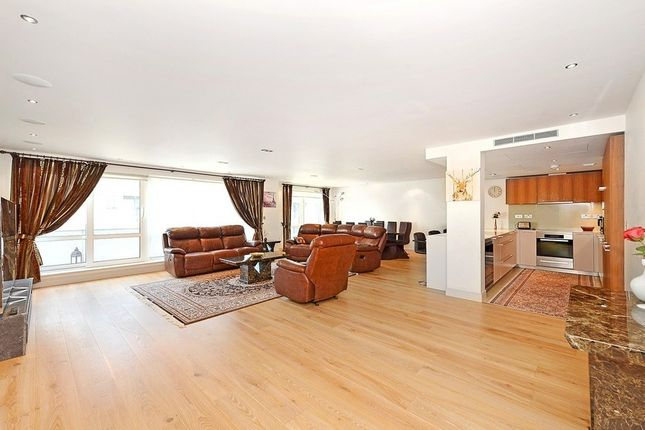Thumbnail Flat to rent in Park Street, Fulham
