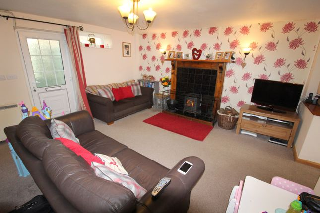 Thumbnail Detached house for sale in Cwrtnewydd, Llanybydder