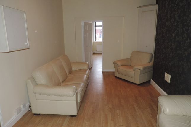 Thumbnail Flat to rent in Middleton Road, Royton