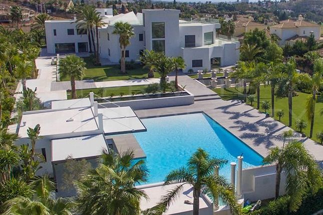 Thumbnail Villa for sale in Marbella, Málaga, Spain