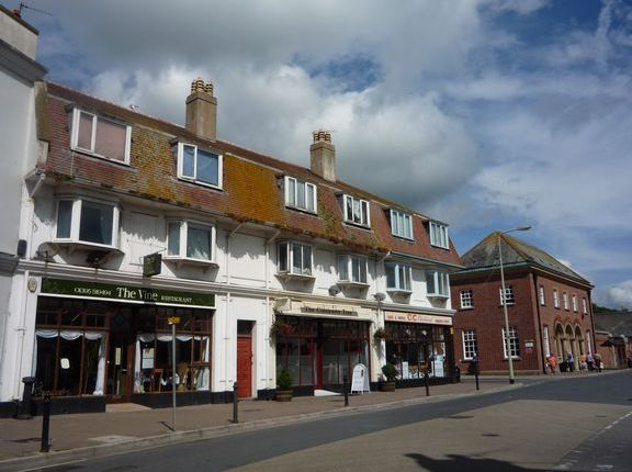Flat to rent in Radway Place, Sidmouth